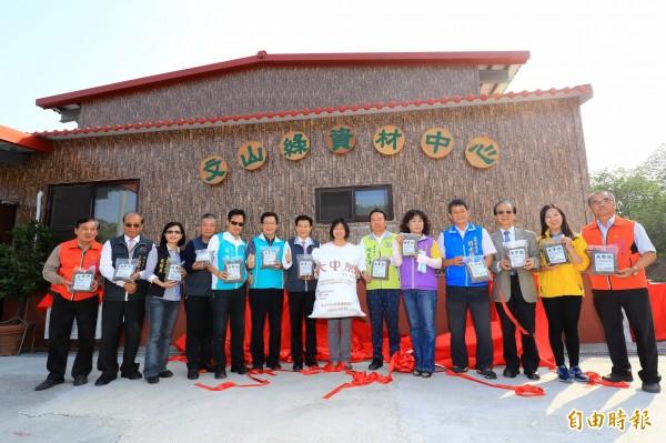 文山綠資材中心啟用,將生產「大中肥」有機資材。(記者張菁雅攝)