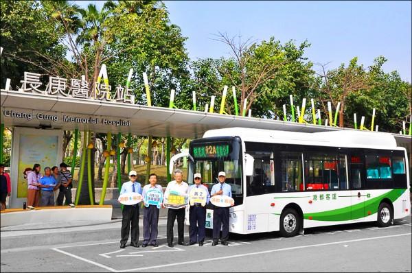 行駛高捷黃線路線的黃二公車四月一日上路。(交通局提供)