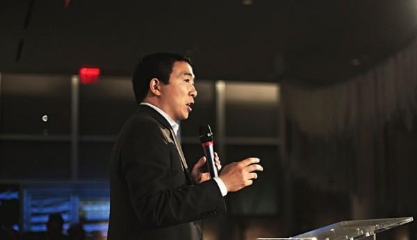 美國總統競選人之一,台裔第2代移民楊安澤近日受訪談及兩岸議題時表示,「保持現狀對各方都非常有利」。(圖為楊安澤,圖片擷取自楊安澤競選網站)