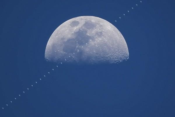 國際太空站凌月畫面令人驚艷。(周銀王提供)