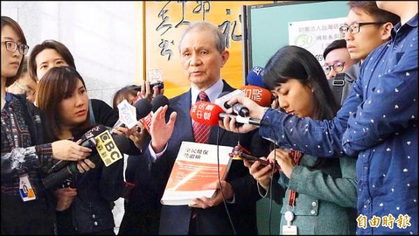 促轉會主委被提名人黃煌雄昨表示,將以「探索真相、伸張公義、追求和解」的態度接任新職。(記者叢昌瑾攝)