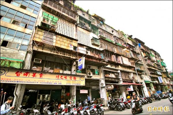 台北市大同區斯文里三期整宅公辦都更預計今年五月拆除,因為當地出現大量租客需求,房東們也悄悄調漲房租三、四成。 (記者鍾泓良攝)