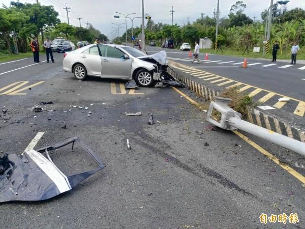 花蓮省道台11丙今早發生自小客車與警車相撞意外,6名員警受傷,其中2人傷勢嚴重。(記者王錦義攝)
