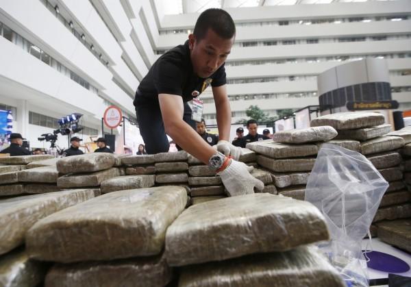 泰國當局表示,近日毒品案件激增,一週內查獲價值約8.9億泰銖(約新台幣8.3億)的毒品。(美聯社)