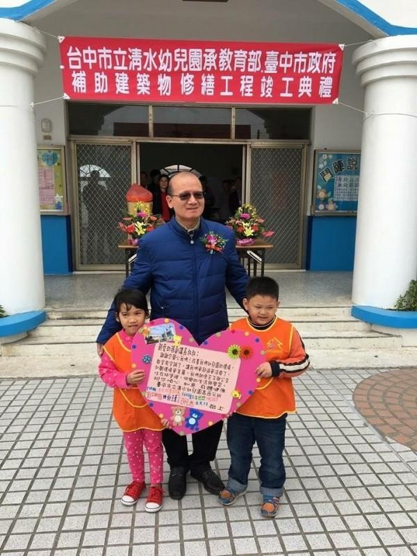 台中市議會副議長張清照關心幼兒教育。(記者張軒哲翻攝)