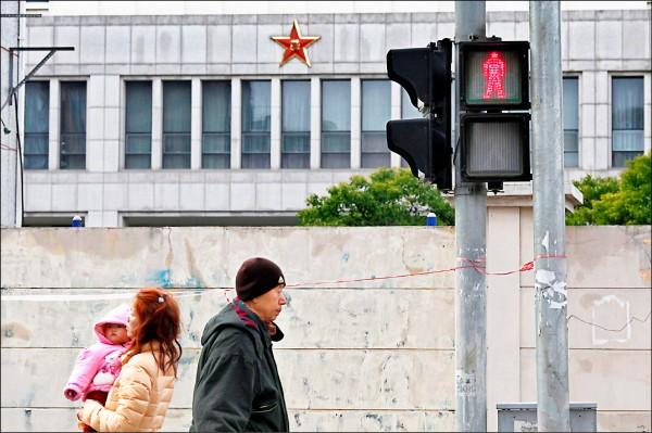 中國網軍近來頻對我政府機關進行攻擊。圖為上海浦東一棟大樓,疑為中國人民解放軍61398部隊總部所在地,是發動網路攻擊的大本營。(路透檔案照)