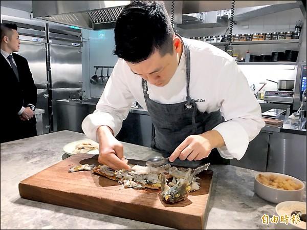 李皞希望用台灣在地食材,創作出特色料理。(記者蕭玗欣攝)