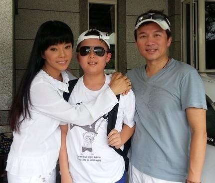 藝人狄鶯和孫鵬的獨子孫安佐,在美國放話要到他就讀的高中掃射隨即被捕。(圖擷自臉書)