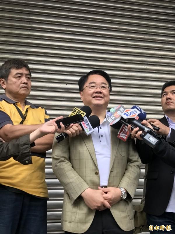 立委吳秉叡表示若民進黨另有考量,徵召最有勝選機會的人參選新北市長,他也會尊重黨的考量。(記者葉冠妤攝)