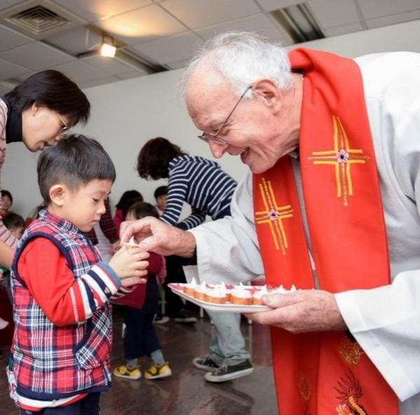 吳道遠神父把一生的青春與心血全奉獻給台灣。(美善基金會提供)