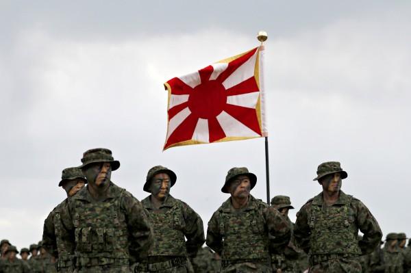 日本自衛隊今日成立二戰後首支兩棲作戰單位「水陸機動團」。(路透)