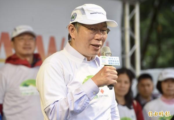 台北市政府發言人劉奕霆表示,4月4日《政經看民視》節目中,以一張翻攝華視新聞內容的合照,影射柯文哲曾在北京與辛旗合照,要求《政經看民視》公開澄清並致歉。(記者簡榮豐攝)