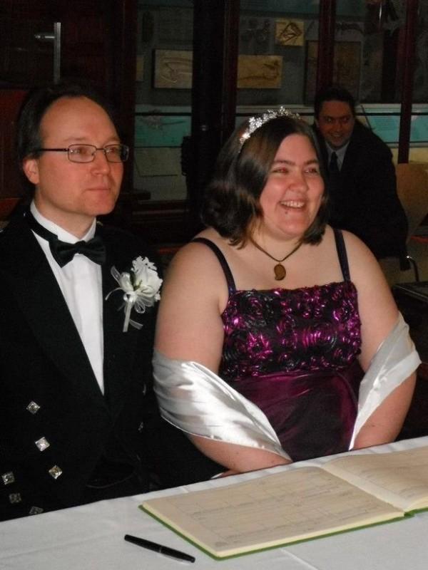 瑪莉與她的合法丈夫提姆。(圖擷自《鏡報》)