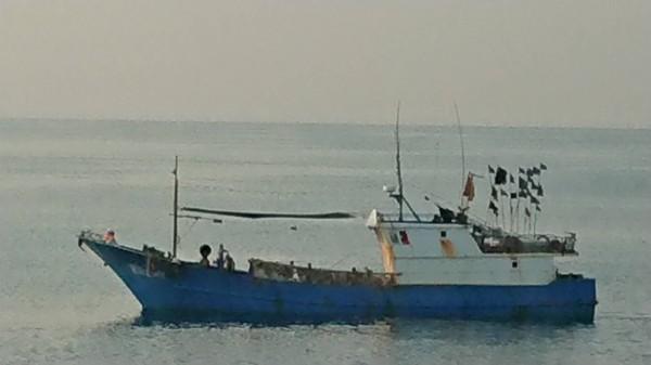 澎湖海巡隊查獲中國莆湄30161號漁船,涉嫌非法越界捕撈。(澎湖海巡隊提供)