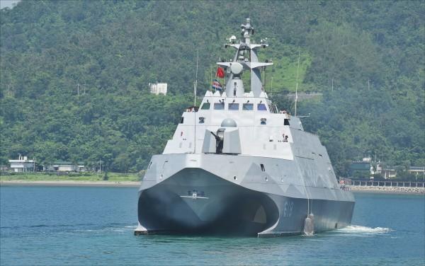 總統蔡英文明日前往海軍蘇澳基地視察軍演,海軍將以配備雄三超音速反艦飛彈的沱江級巡邏艦打頭陣。(資料照)