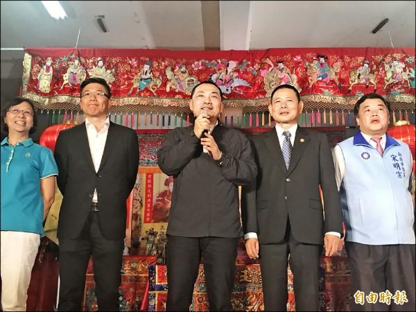 國民黨新北市長參選人侯友宜昨晚赴新北市林姓宗親會理事長就任典禮。(記者葉冠妤攝)