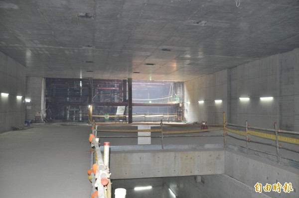 機場捷運站A22老街溪站站體結構已大致完成。(記者許倬勛攝)