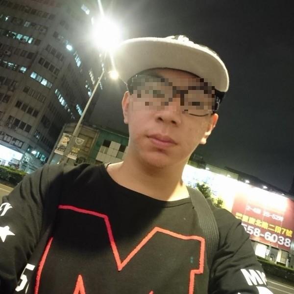 涉嫌偷拍的「攝狼」張子彥。(記者劉慶侯翻攝自臉書)
