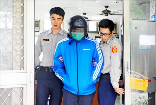 警方將涉嫌偷拍的廖姓男子移送法辦。(記者彭健禮翻攝)