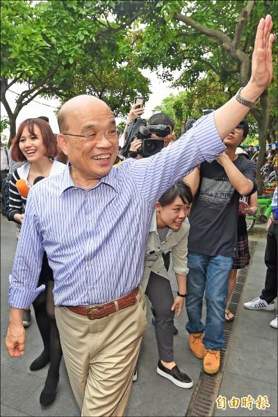 接受民進黨徵召參選新北市長的前行政院長蘇貞昌昨天走訪八里渡船頭,強調若當選市長,一定為市民權益把關。(記者朱沛雄攝)