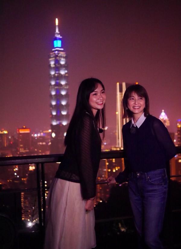 「台灣小姐」高曼容(左)和日本藝人森高千里(右)合照。(日本製作團隊提供)