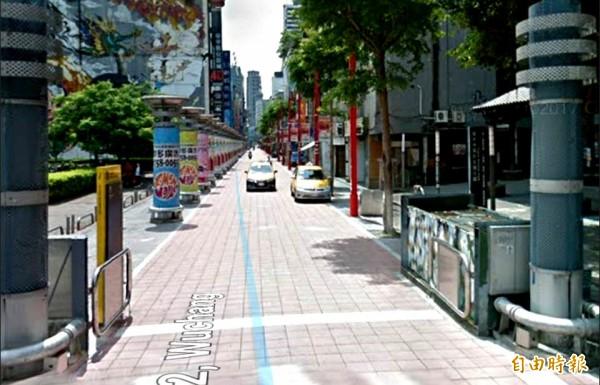 中平商圈曾建議希望跟進台北西門町所設置的活動式車阻閘門。(記者李容萍攝)