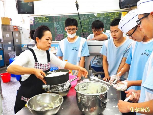人物速寫─貧困翻身當活教材 陳淑惠教出200個技術士