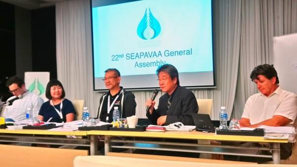 井迎瑞榮譽教授(右2)在SEAPAVAA年會中提出以台北「電影蒐藏家博物館」舉辦2021年年會暨論壇,並且獲得大會通過。(圖:南藝大提供)