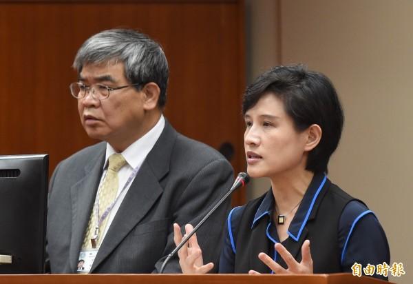 教育部次長蔡清華(左)傳已請辭待命。(資料照)