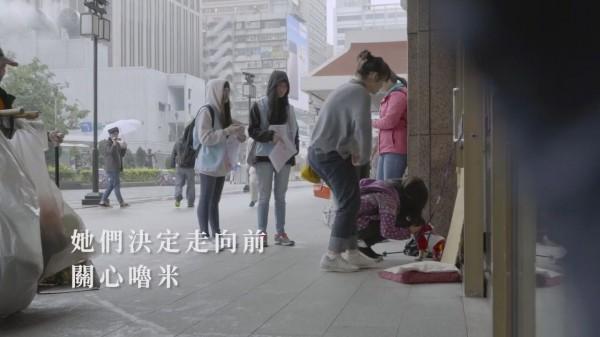 有團體拍攝一部社會實驗片,觀察台灣人對棄養動物的反應。(意義製造Content Maker授權)