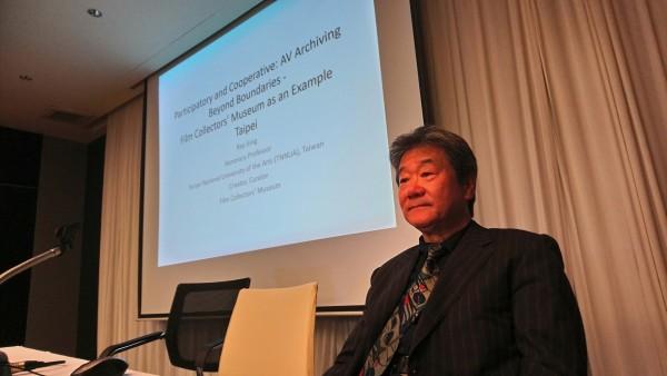 南藝大榮譽教授井迎瑞在論壇中發表論文:「以參與及合作的模式來擴展影音保存工作之發展:以電影蒐藏家博物館的經驗為例」。(圖:南藝大提供)