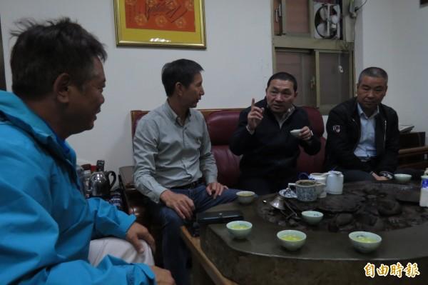 國民黨新北市長提名人侯友宜,今天到萬里區漁會理事長林榮欽家中與船長座談,會後針對年輕人支持度勝過蘇,他說他身邊都是年輕人,深知年輕人的想法。(記者俞肇福攝)