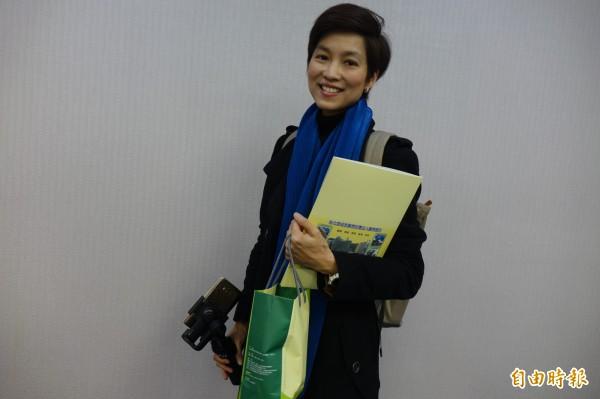 泰國網紅作家鄭盈盈(Sarinee Cheng),俏麗短髮很有香港女星「袁詠儀」的FU。(記者劉曉欣攝)