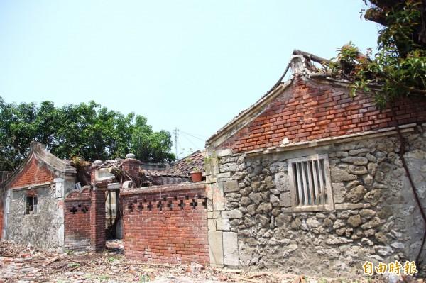 布袋鎮蔡家古厝是嘉義地區罕見保存完整的「硓咕石屋」。(記者林宜樟攝)