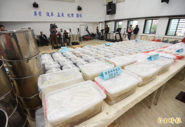 雙北警方聯手破獲史上最大安毒製毒工廠,起獲成品、半成品及製毒工具。(資料照)