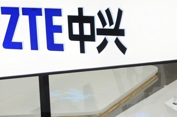 中國第2大電信設備商「中興通訊」(ZTE)因違反制裁協議,被美國商務部下達出口權禁令,要求美國企業禁止向中興通訊輸出任何敏感技術,此舉形同切斷中興的產品供應鏈。(美聯社)