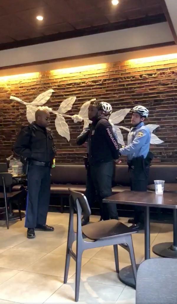 黑人當場被逮捕。(路透)