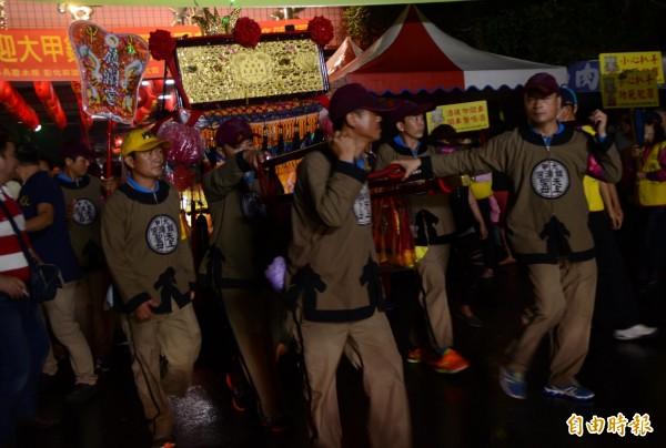 今年彰化縣府強力宣導和勸導告發下,「媽祖夜行軍,一路靜悄悄」。(記者顏宏駿攝)