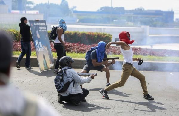 尼加拉瓜退休金改革引起民眾抗議,尼加拉瓜副總統兼第一夫人穆利優(Rosario Murillo)痛批,這根本是吸血鬼想要血液。(美聯社)