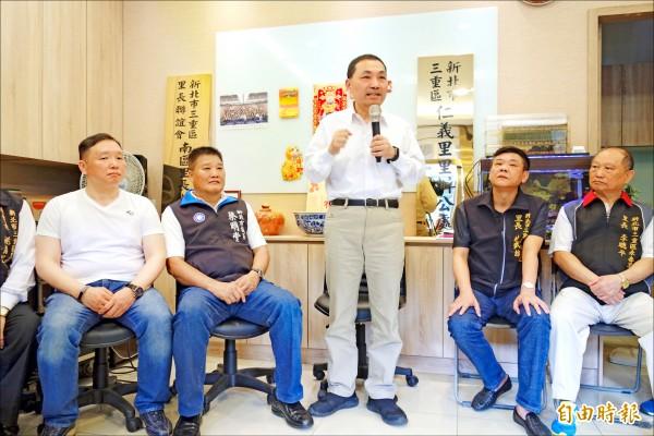 國民黨新北市長參選人侯友宜昨早與三重里長座談,聽取基層的心聲。 (記者葉冠妤攝)
