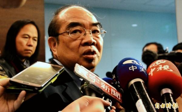 教育部長吳茂昆上任後頻頻被爆料,吳茂昆今受訪表示:「來當部長就只有接受挑戰。」(記者鄭淑婷攝)