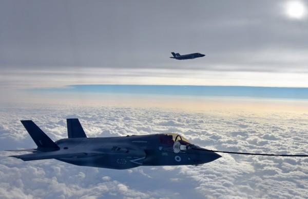 今(24)日上午,1架從美軍岩國基地起飛的F-35B戰機疑似因發生故障事件,緊急降落在九州北部的自衛隊空軍基地。(歐新社)