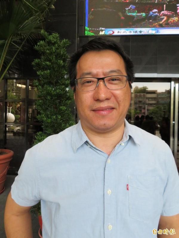 林峰生是從北縣府至今,持續在新北市深耕基層的幕僚。(記者何玉華攝)