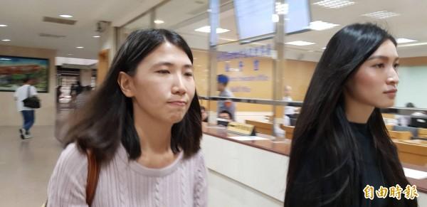 管罄(右)偷吃倪安東挨告,今天她現身台北地院,與倪安東元配達成和解。(記者溫于德攝)