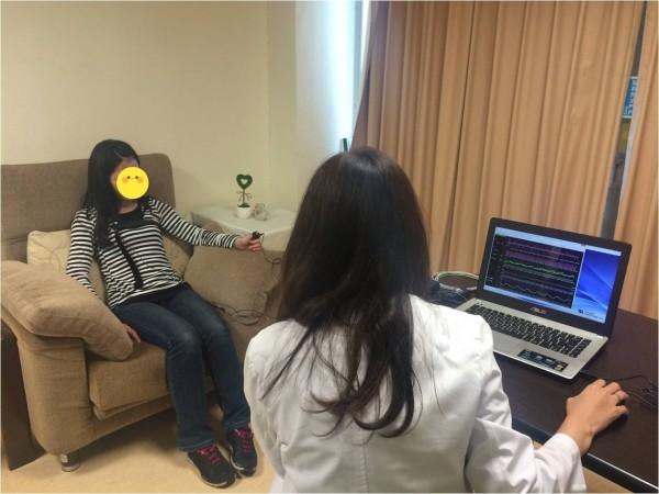 患者經認知行為治療,1個月後不用吃安眠藥。(記者黃旭磊翻攝)