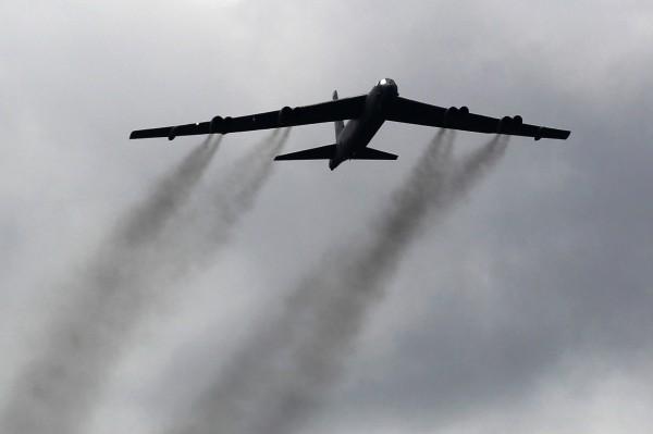 美軍B-52轟炸機近日飛近中國廣東,引起外界關注。(美聯社)