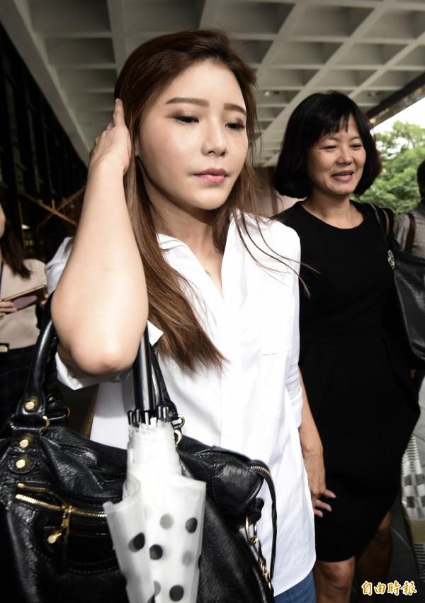 混血男星倪安東去年爆出與女星管罄激吻被老婆Vivi抓包,女方打離婚官司、爭取女兒監護權。台北地方法院27日開調解庭,Vivi親自出庭。(記者羅沛德攝)