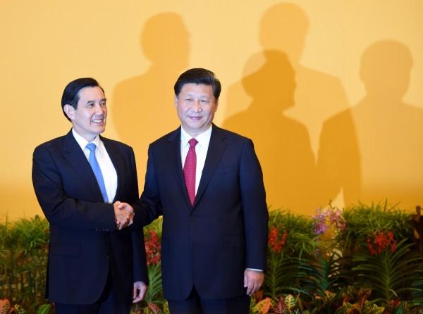 馬英九(左)與習近平在2015年會面。(法新社)