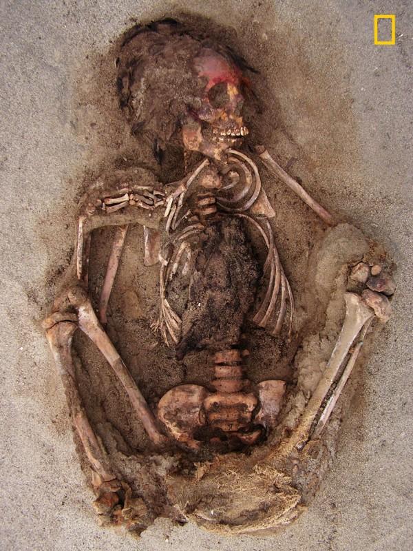 考古學家在秘魯發現大量兒童骨骸。(美聯社)
