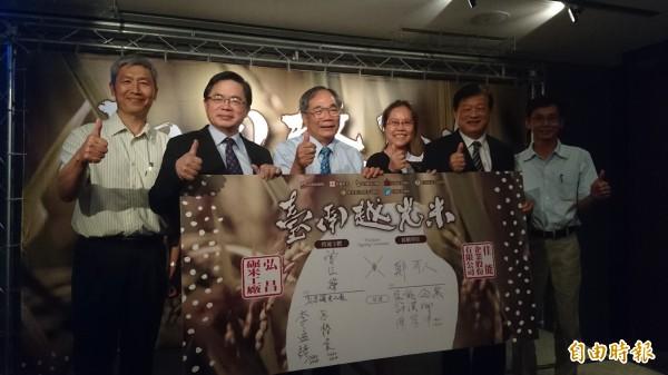 佳能企業與台南市弘昌碾米工廠簽約採購「台南越光米」。(記者劉婉君攝)